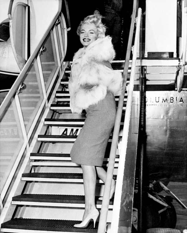 marilyn monroe air travel outfits